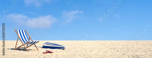 Leinwanddruck Bild Urlaub im Sommer am Strand im Liegestuhl