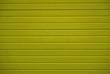 canvas print picture - Gelbe Bretterwand mit horizontalen Brettern