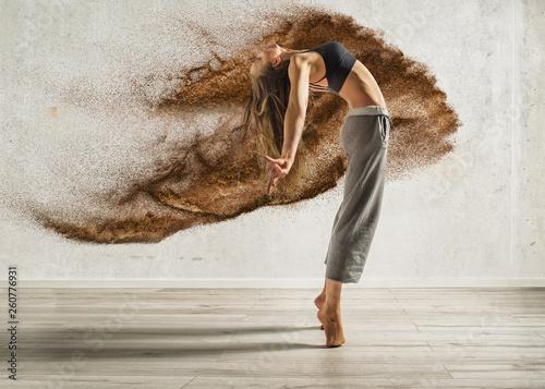 fototapeta na ścianę explosive dance sexy woman