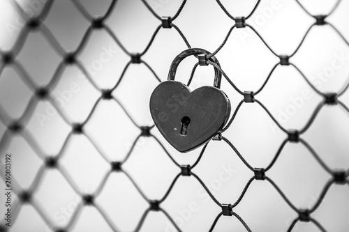 fototapeta na ścianę Heart shaped keylock