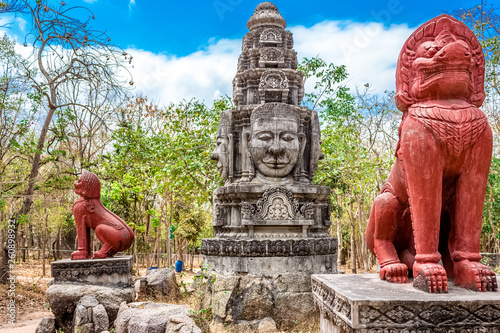 The roundabout depicts the two lions and the Bayon in the national zoo in Cambodia © Broshutter