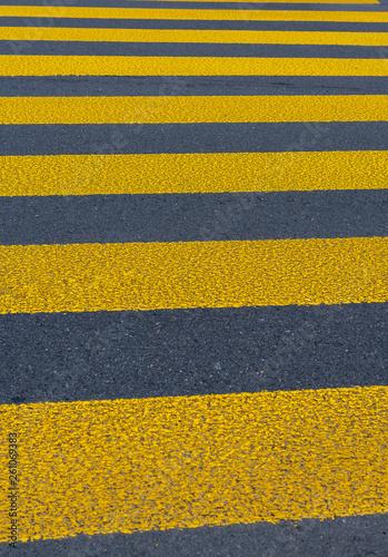 canvas print picture Fussgängerstreifen - Zebrastreifen zur Sicherheit für Fussgänger