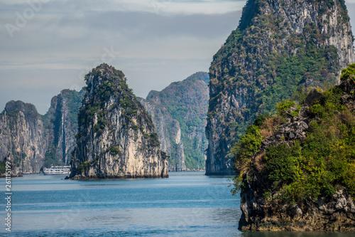canvas print picture Ha Long Bay Felsen