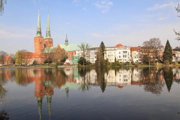 Romantisches Lübeck; Mühlenteich mit Dom
