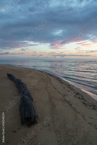canvas print picture Ein bunter Sonnenaufgang am Strand von Tannum Sands in Queensland Australien