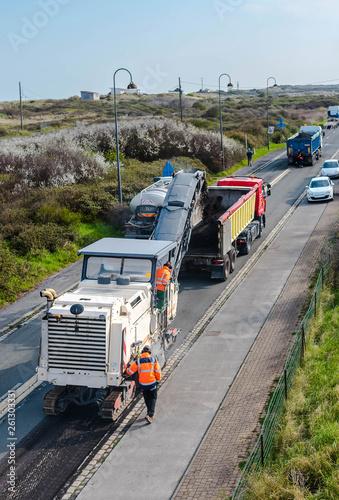 fototapeta na ścianę opération de rabottage de la route