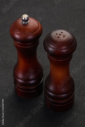Wooden pepper and salt mill - 261367104
