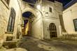 canvas print picture - Verlassene Gasse in Italien bei Nacht