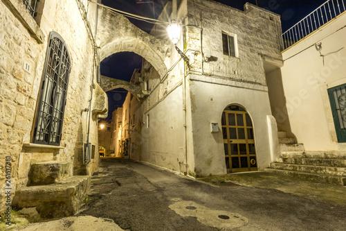 canvas print picture Verlassene Gasse in Italien bei Nacht