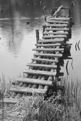 stary drewniany pomost © Piotr Szpakowski