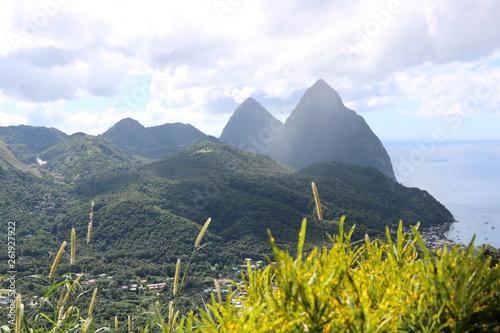 canvas print picture Traumhafte Küste mit Bergen / St. Lucia / Karibik