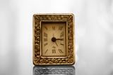 orologio vintage oro, effetto bokeh