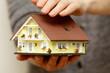 canvas print picture - Hände halten ein Haus