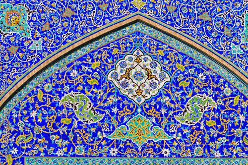 Colorful oriental geometric design and pattern commonly met in Persian mosques and medresses. Isfahan, Shiraz, Teheran, Iran © Milosz Maslanka