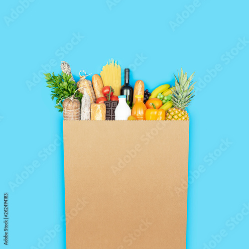 Grocery shopping bag with assorted products - 262494183