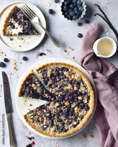 Blueberry pie with vanilla sauce © baibaz