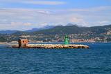 Faro nel mar mediterraneo in Liguria in italia