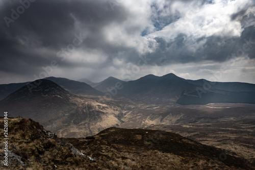 Panorama sur les sommets des montagnes dans le Connemara en Irlande © Olivier Tabary