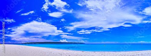 真夏の宮古島。与那覇前浜ビーチの全景(パノラマ) - 263254558