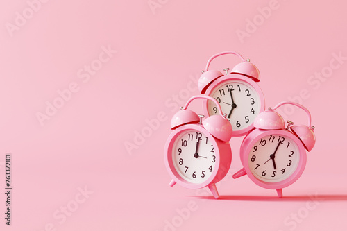 Alarm clock on pastel pink background. minimal concept. 3d rendering © aanbetta