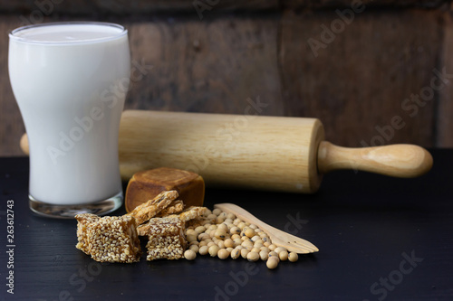 thai dessert Sprinkle with sesame seeds and soy milk © sakdinon