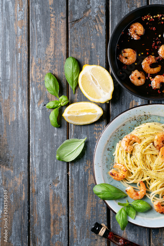 Fried shrimp prawns Italian spaghetti pasta - 263756349