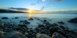 Coucher de soleil sur les côtes de La Réunion .