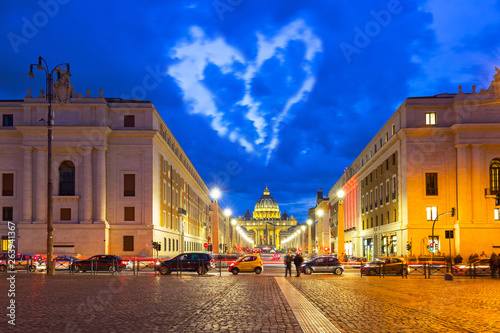 Heart shape clouds over the St. Peter's Basilica in Vatican City, Italy © Patryk Kosmider