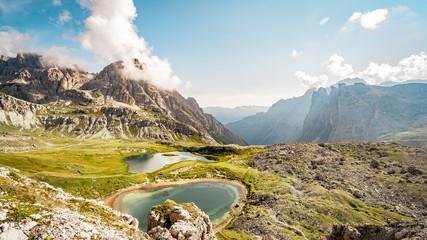 Bergpanorama mit See Alpen Tirol Italien