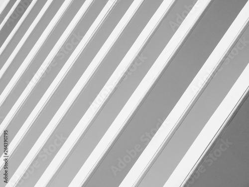 white pillar pattern